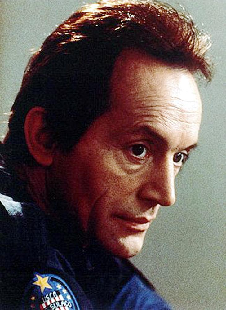 ALIENS, Lance Henriksen, (as Bishop), 1986, TM and Copyright © 20th Century Fox Film Corp. All rights reserved..