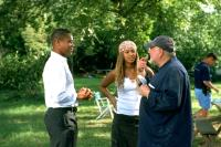 THE FIGHTING TEMPTATIONS, Cuba Gooding Jr., Beyonce Knowles, director Jonathan Lynn on the set, 2003, (c) Paramount