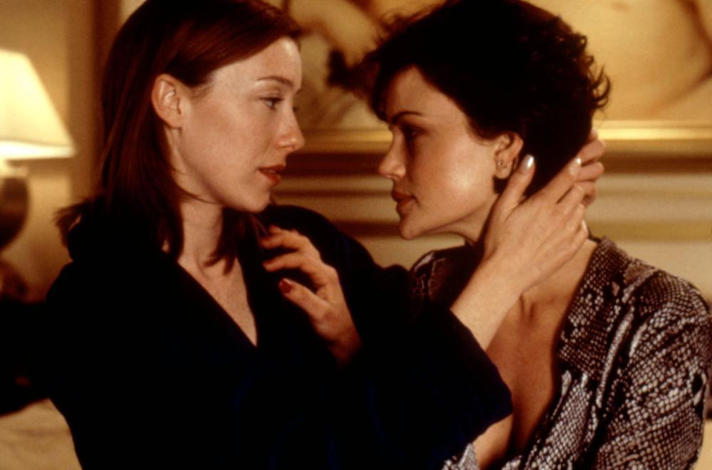 THE CENTER OF THE WORLD, Molly Parker, Carla Gugino, 2001, © Artisan Entertainment