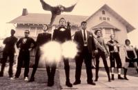 THE SPECIALS, Jamie Kennedy (far left), Jim Zulevic (4th from right), Jordan Ladd (far right), 2000, (c)Regent Entertainment
