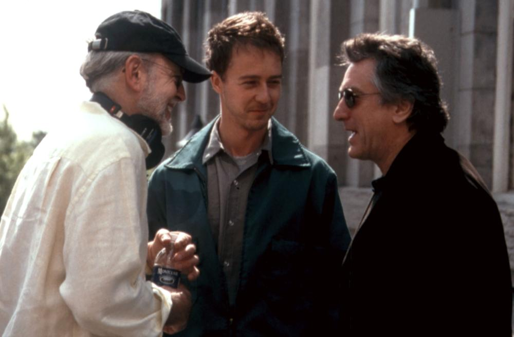 THE SCORE, director Frank Oz, Edward Norton, Robert DeNiro, on set, 2001. (c) Paramount