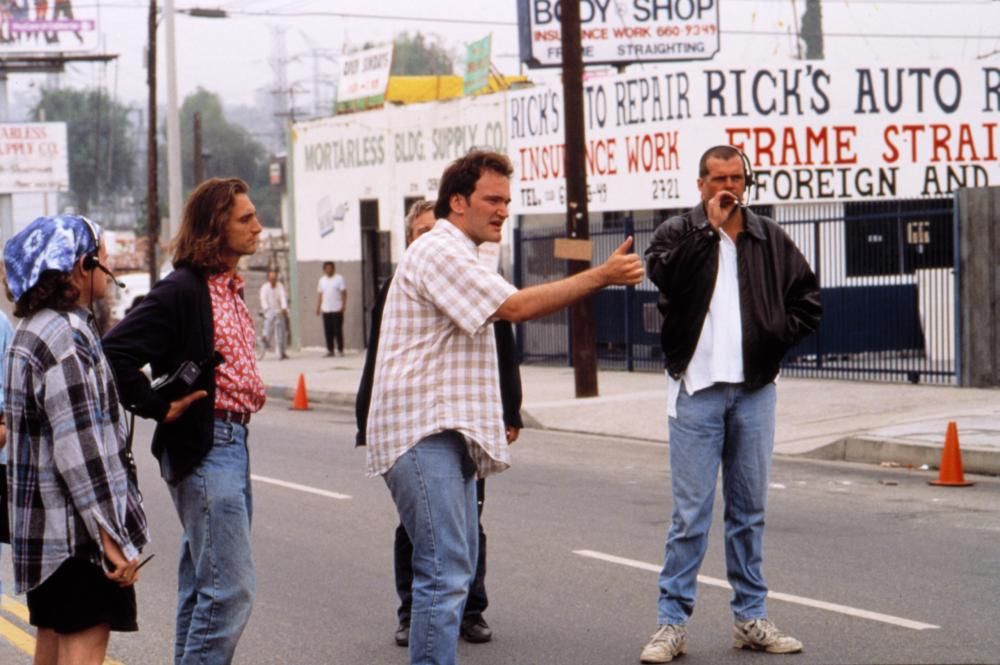 PULP FICTION, Quentin Tarantino (center) and Lawrence Bender (left) on location, 1994