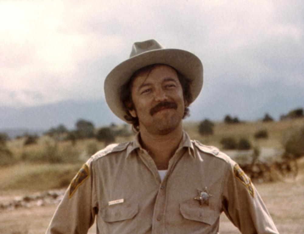 beanfield war Zijn spreekbuis werd auteur john nichols' boek the milagro beanfield war, het  openingsnummer van nichols' new mexico-trilogie redford maakte er welhaast .