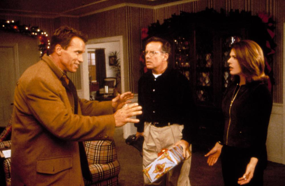 JINGLE ALL THE WAY, Arnold Schwarzenegger, Phil Hartman, Rita Wilson, 1996,TM and Copyright © 20th Century Fox Film Corp. All rights reserved.