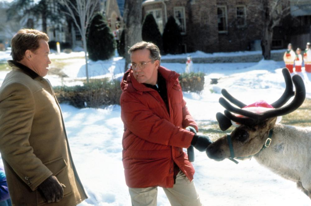 JINGLE ALL THE WAY, Arnold Schwarzenegger, Phil Hartman, 1996,TM and Copyright © 20th Century Fox Film Corp. All rights reserved.