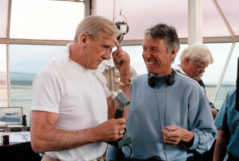 HOT SHOTS!, Lloyd Bridges, director Jim Abrahams on set, 1991, TM and Copyright (c)20th Century Fox Film Corp. All rights reserved.