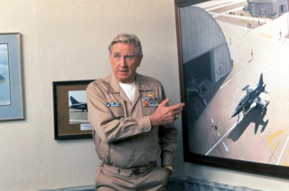 HOT SHOTS!, Lloyd Bridges, 1991, TM and Copyright (c)20th Century Fox Film Corp. All rights reserved.