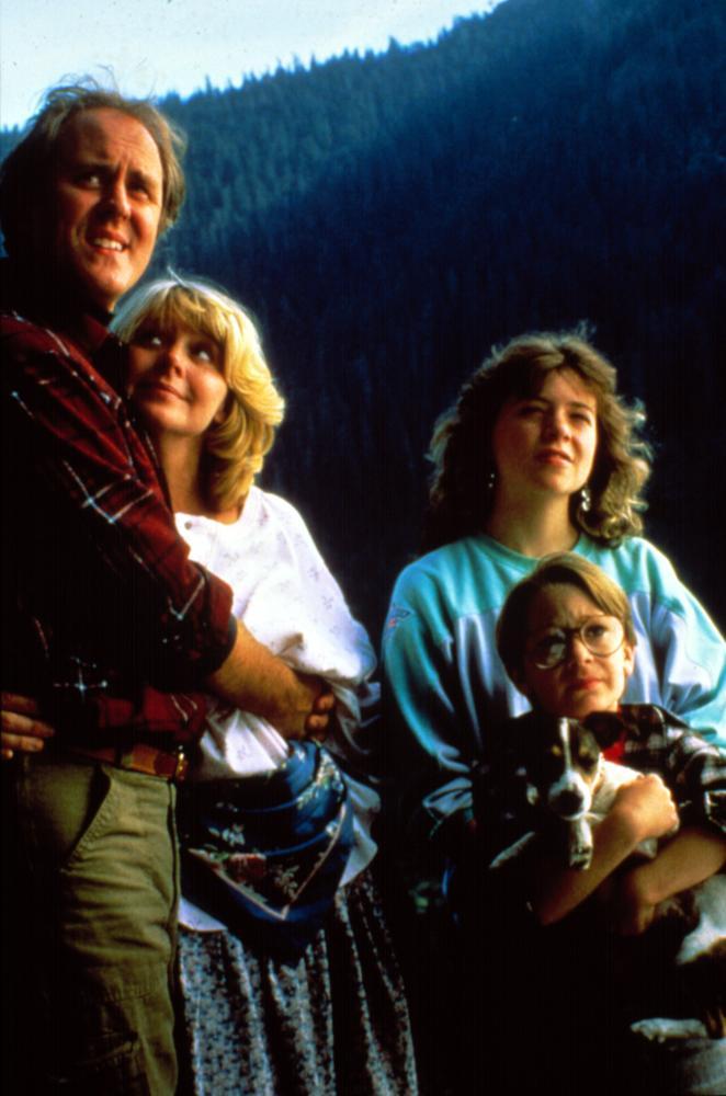 "HARRY AND THE HENDERSONS, John Lithgow, Melinda Dillon, Margaret Langrick, Joshua Rudoy, 1987"""