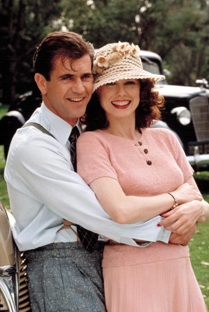 FOREVER YOUNG, Mel Gibson, Isabel Glasser, 1992.
