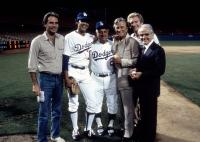 FLETCH, Chevy Chase, Tommy La Sorda, Kirk Douglas, Jack Valenti on set at Dodgers Stadium, 1985, (c) Univrsal