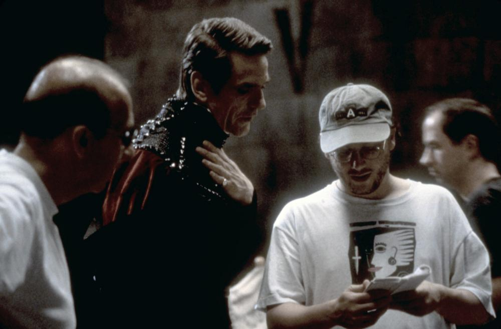 DUNGEONS & DRAGONS, Jeremy Irons and director Courtney Solomon, 2000, (c) New Line