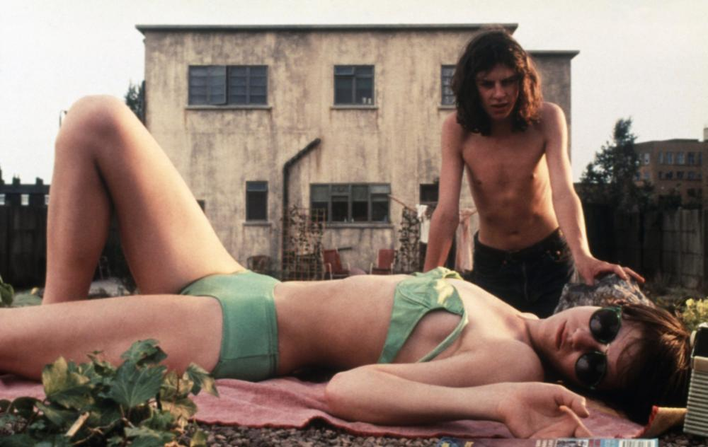 THE CEMENT GARDEN, Andrew Robertson, Charlotte Gainsbourg (lying down), 1993, (c) October Films