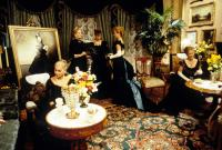 THE AGE OF INNOCENCE, Michelle Pfeiffer (center right), Geraldine Chaplin, Alexis Smith (center right), 1993. ©Columbia Pictures