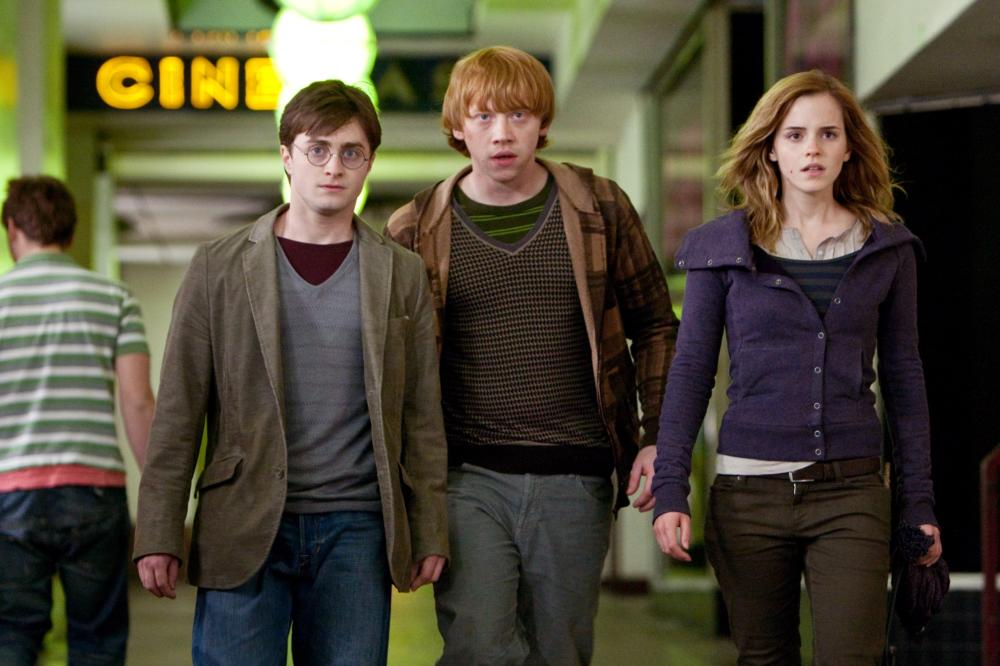 HARRY POTTER AND THE DEATHLY HALLOWS: PART 1, from left: Daniel Radcliffe, Rupert Grint, Emma Watson, 2010. ph: Jaap Buitendijk/©2010 Warner Bros. Ent. Harry Potter publishing rights ©J.K.R. Harry Potter characters, names and related indicia are trademarks