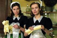 TWIN SISTERS, (aka DE TWEELING), Thekla Reuten, Nadja Uhl, 2002, (c) Miramax