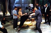 TUXEDO, Jennifer Love Hewitt, Kevin Donovan, Jackie Chan, Ritchie Coster on the set, 2002, (c) DreamWorks