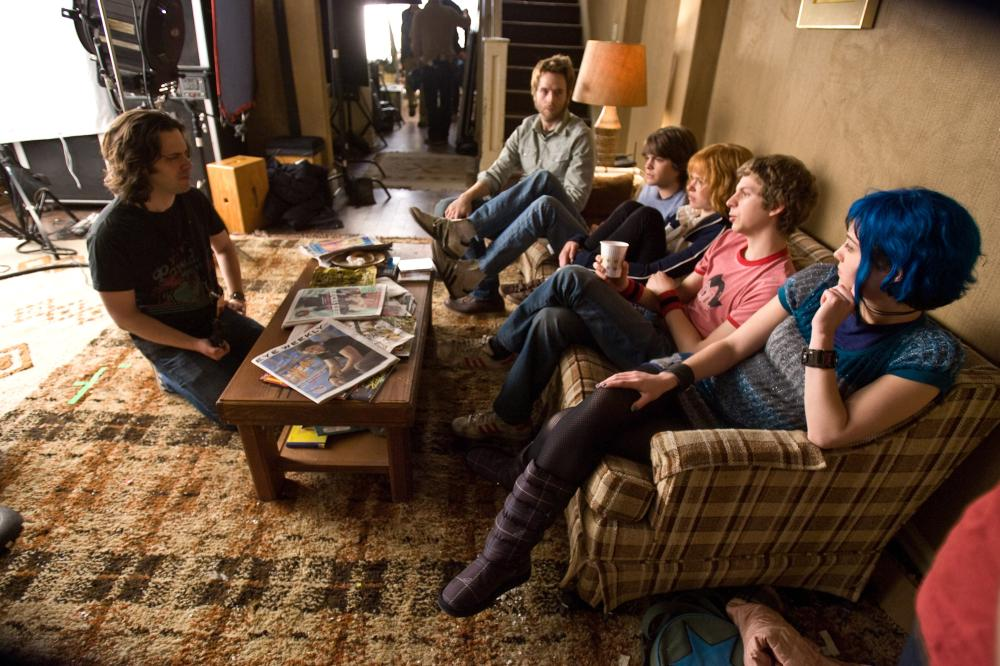 SCOTT PILGRIM VS. THE WORLD, from left: director  Edgar Wright, Mark Webber, Johnny Simmons, Alison Pill, Michael Cera, Mary Elizabeth Winstead, on set, 2010. Ph: Kerry Hayes/©Universal