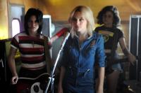 THE RUNAWAYS, from left: Kristen Stewart as Joan Jett, Dakota Fanning as Cherie Currie, Alia Shawkat, 2010. Ph: David Moir/©Apparition