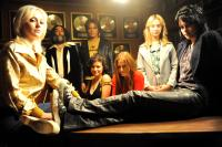 THE RUNAWAYS, from left: Dakota Fanning as Cherie Currie, Robert Romanus, Michael Shannon as Kim Fowley, Alia Shawkat, Scout Taylor-Compton, Stella Maeve, Kristen Stewart as Joan Jett, 2010. Ph: David Moir/©Apparition