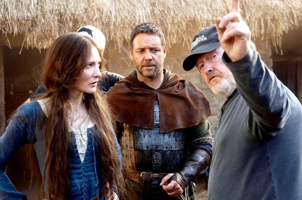 ROBIN HOOD, from left: Cate Blanchett, Russell Crowe, director Ridley Scott, on set, 2010. Ph: David Appleby/©Universal