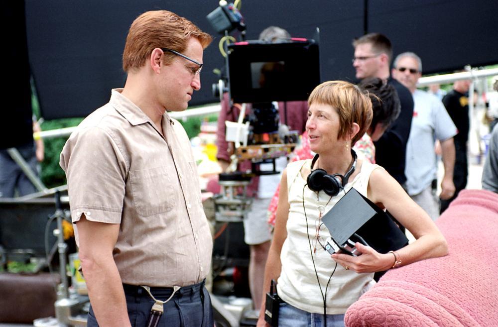 THE PRIZE WINNER OF DEFIANCE OHIO, Woody Harrelson, director Jane Anderson on set, 2005, (c) DreamWorks