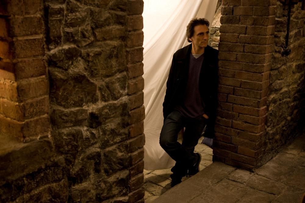 INGLOURIOUS BASTERDS, producer Lawrence Bender, on set, 2009. Ph: Francois Duhamel/©Weinstein Company