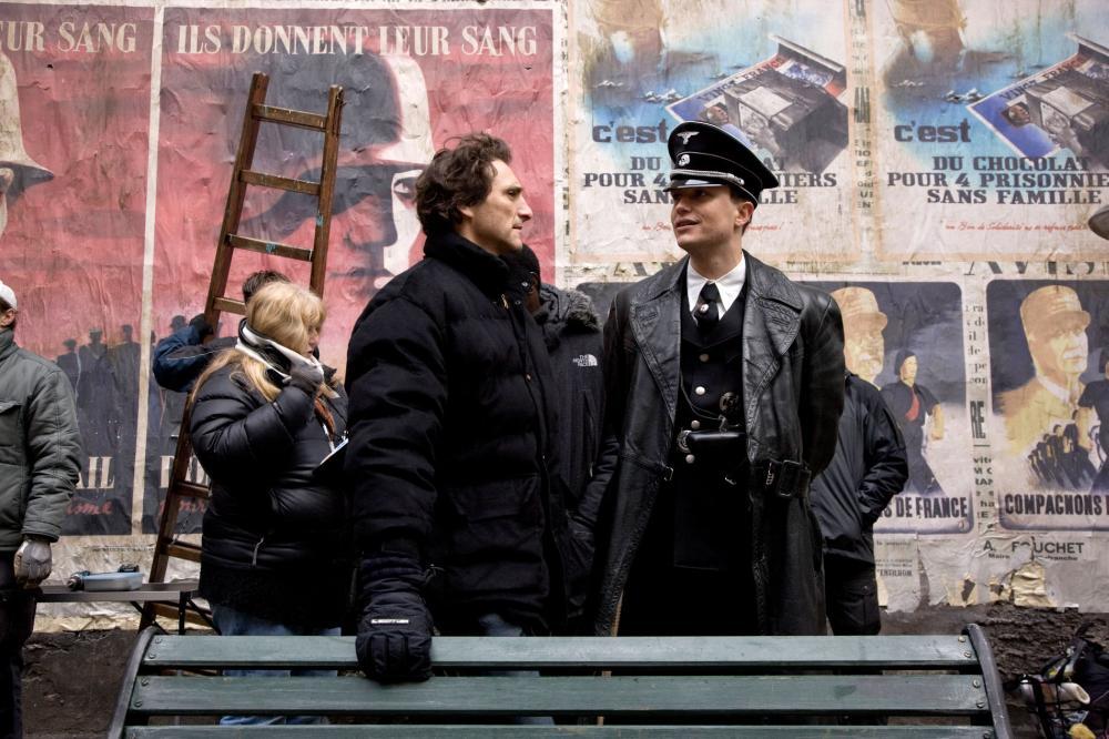 INGLOURIOUS BASTERDS, producer Lawrence Bender (front left), on set, 2009. Ph: Francois Duhamel/©Weinstein Company