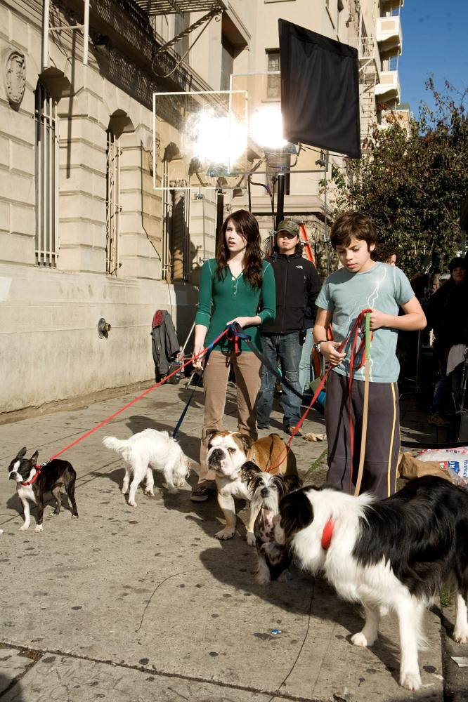 HOTEL FOR DOGS, foreground from left: Emma Roberts, Jake T. Austin, on set, 2008. ©DreamWorks