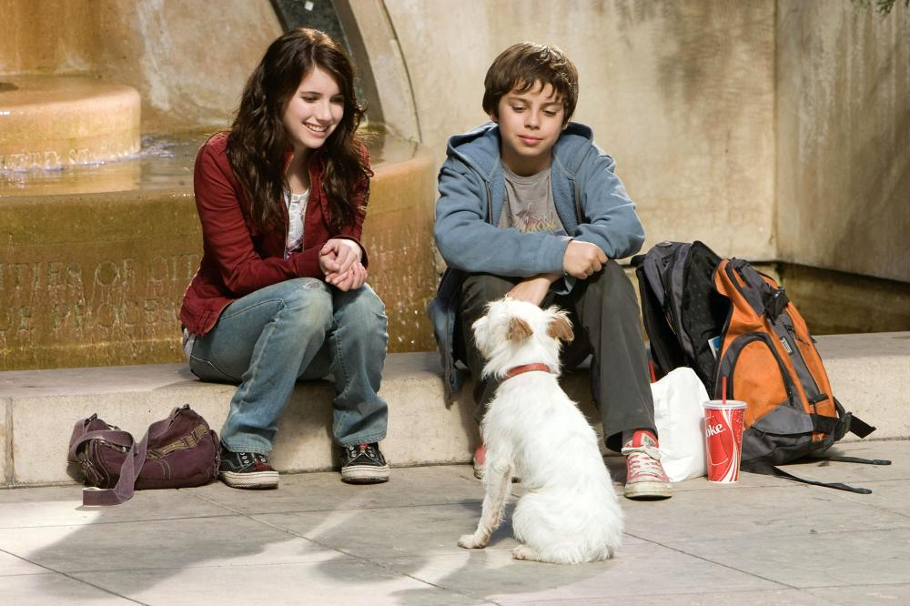 HOTEL FOR DOGS, from left: Emma Roberts, Jake T. Austin, 2008. ©DreamWorks