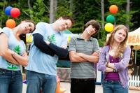 FURRY VENGEANCE, from left: Brooke Shields, Brendan Fraser, Matt Prokop, Skyler Samuels, 2010. ph: Alan Markfield/©Summit Entertainment
