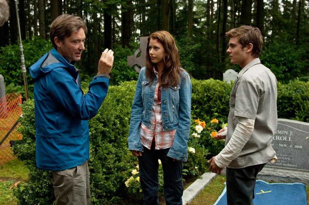 CHARLIE ST. CLOUD, l-r: director Burr Steers, Amanda Crew, Zac Efron on set, 2010, ph: Diyah Pera/©Universal Pictures