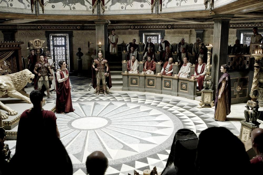 AGORA, Oscar Isaac (red robe, left), Rachel Weisz (right), 2009. Ph: Teresa Isasi/©Newmarket Films