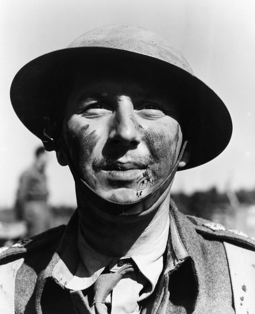 COMMANDOS STRIKE AT DAWN, Robert Coote, 1942