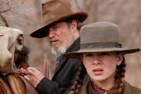 TRUE GRIT, from left: Jeff Bridges, Hailee Steinfeld, 2010. Ph: Lorey Sebastian/©Paramount Pictures