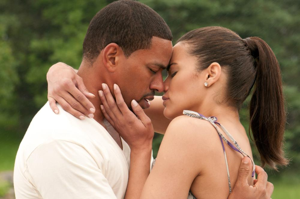 JUMPING THE BROOM, from left: Laz Alonso, Paula Patton, 2011. Ph: Jonathan Wenk/©TriStar Pictures