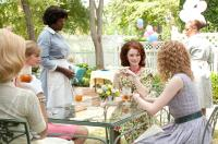 THE HELP, Ahna O'Reilly (back left), Viola Davis (standing), Bryce Dallas Howard (seated, center), Emma Stone (right), 2011. ph: Dale Robinette/©Walt Disney Studios Motion Pictures