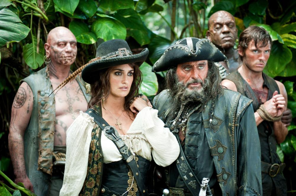 PIRATES OF THE CARIBBEAN: ON STRANGER TIDES, from left: Ian Mercer, Penelope Cruz, Ian McShane, DeObia Oparei, Sam Claflin, 2011. ph: Peter Mountain/©Walt Disney Pictures