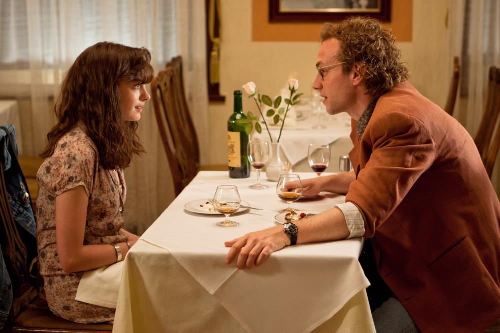 ONE DAY, l-r: Anne Hathaway, Rafe Spall, 2011, ph: Giles Keyte/©Focus Features