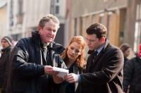 THE DEBT, from left: director John Madden, Jessica Chastain, Sam Worthington, on set, 2010. ph: Laurie Sparham/©Focus Features