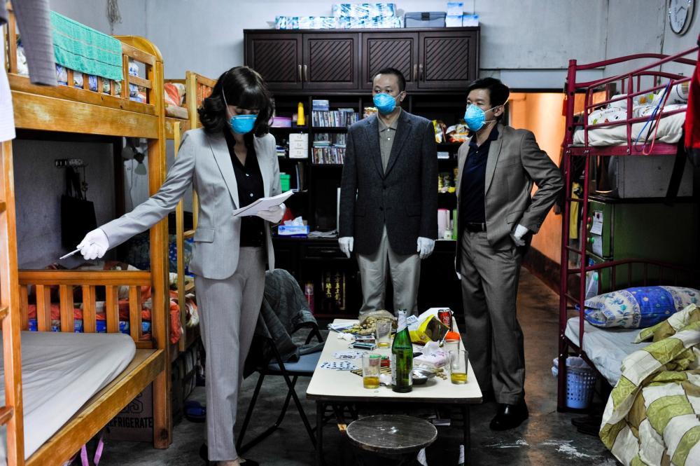 CONTAGION, Marion Cotillard (left), Chin Han (right), 2011. ph: Claudette Barius/©Warner Bros