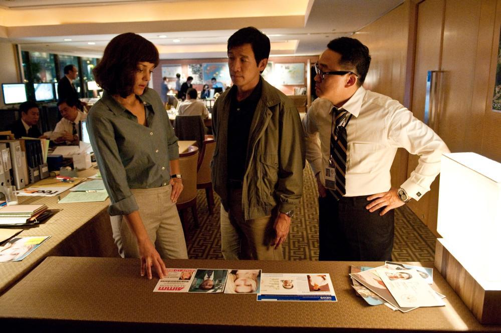 CONTAGION, Marion Cotillard (left), Chin Han (center), 2011. ph: Claudette Barius/©Warner Bros