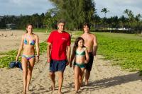 THE DESCENDANTS, from left: Shailene Woodley, George Clooney, Amara Miller, Nick Krause, 2011. ph: Merie Weismiller Wallace/TM and copyright ©Fox Searchlight Pictures. All rights reserved