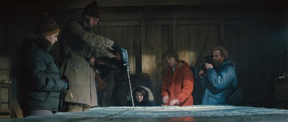 THE THING, from left: Kim Bubbs, Carsten Bjornlund, Mary Elizabeth Winstead, Eric Christian Olsen, Kristofer Hivju, 2011. ©Universal Pictures