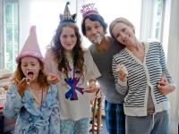 THIS IS 40, from left: Iris Apatow, Maude Apatow, Paul Rudd, Leslie Mann, 2012. ph: Suzanne Hanover/©Universal Pictures