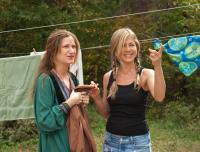 WANDERLUST, from left: Kathryn Hahn, Jennifer Aniston, 2012. Ph: Gemma La Mana/©Universal Pictures