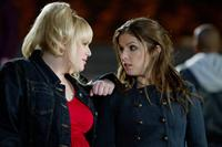 PITCH PERFECT, from left: Rebel Wilson, Anna Kendrick, 2012. ph: Peter Iovino/©Universal Pictures