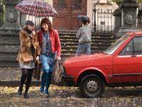 THE WOMAN WITH A BROKEN NOSE, (aka BELGRAD RADIO TAXI, aka ZENA SA SLOMLJENIM NOSEM), from left: Anica Dobra, Branka Katic, 2010. ©Farbfilm-Verleih