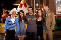 FUN SIZE, from left: Osric Chau, Victoria Justice, director Josh Schwartz, Jane Levy, Thomas Mann, on set, 2012. ph: Jamie Trueblood/©Paramount