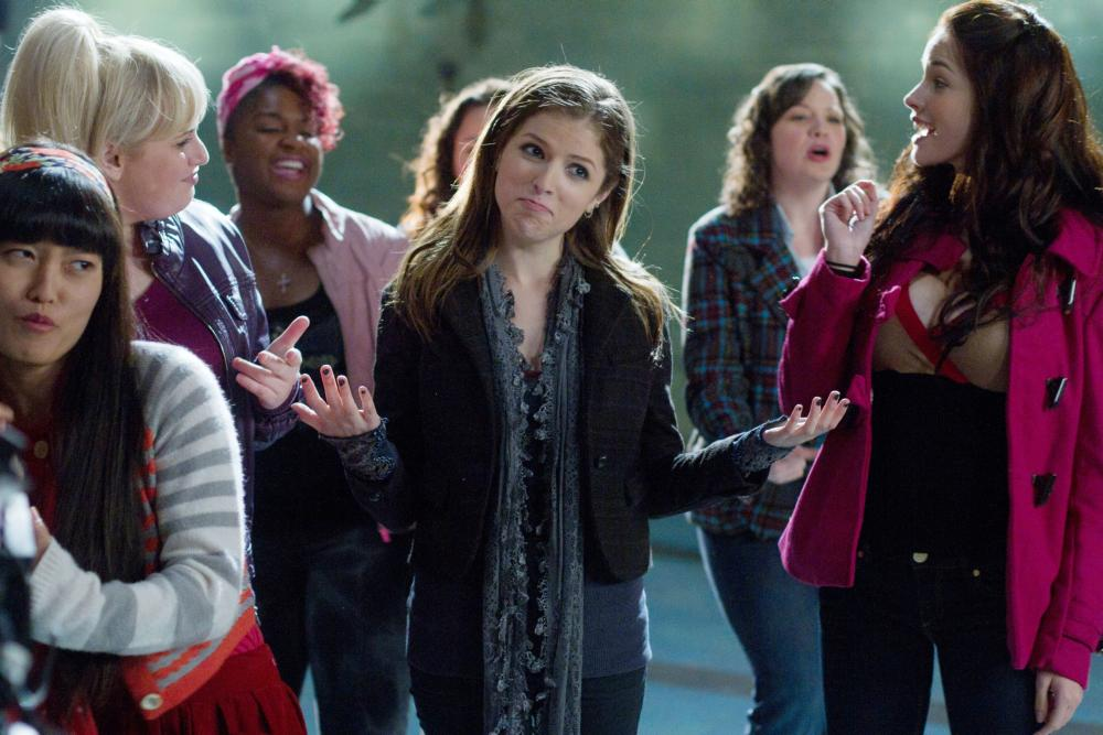 PITCH PERFECT, Hana Mae Lee (left), Rebel Wilson (blonde, left), Ester Dean (pink hair), Anna Kendrick (center), 2012. ph: Peter Iovino/©Universal Pictures