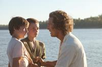MUD, from left: Tye Sheridan, Jacob Lofland, Matthew McConaughey, 2012. ph: Jim Bridges/©Roadside Attractions
